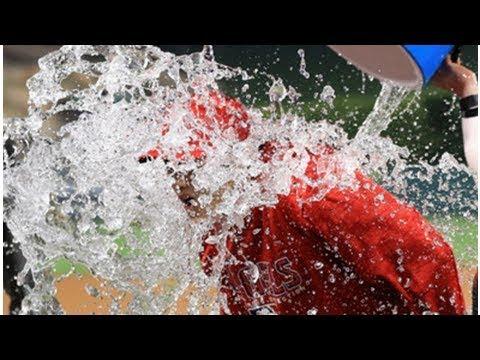 yt 1904  - 大谷翔平にメジャー流の祝福。インタビュー中にバケツの水をぶっかけられる(動画)